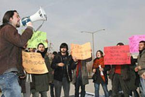 Eylemci öğrencilere çay ikramı  .11948
