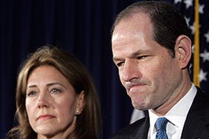 Fuhuş skandalına karışan Spitzer istifa etti.11942