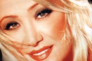 Şarkıcı Güllü hastaneye kaldırıldı.10583