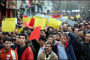 İstanbul'da, kamuda çalışan işçiler eylemde.34214