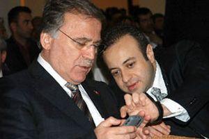 Bağış, destek SMS'lerini Şahin'e okuttu.11901