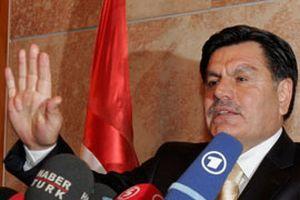 Kılıç, AKP'ye açılan davaya ilişkin soruları yanıtlamadı.12672