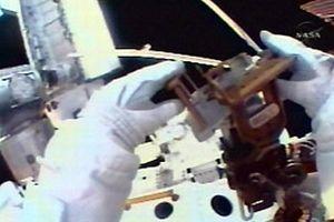 Endeavour ekibi 3'üncü uzay yürüyüşünü yaptı.13567