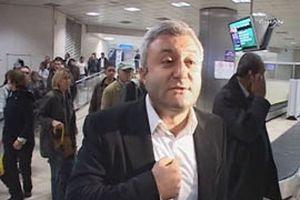 Tuncay Özkan'ı fotoğraflayan muhabir tartaklandı.13125