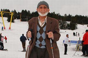 72 yaşında kayak yapan delikanlı.14005
