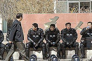 Çinli bir polis öldürüldü.27866