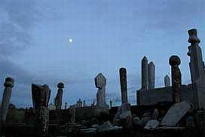 700 yıllık mezar taşı çalındı.9465