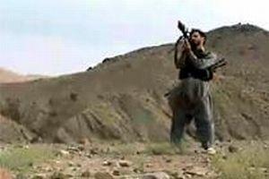 Taliban, Hollanda mevzilerine sald�r�yor.10103