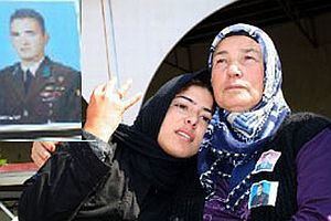Şehit Cengiz Gülcü'nün eşinden, kalleş PKK'ya mesaj!.16197
