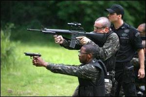 Brezilya'da polisler birbiriyle çatıştı.16149