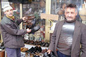 Bitlis'te ikinci el ayakkabı pazarı.16795