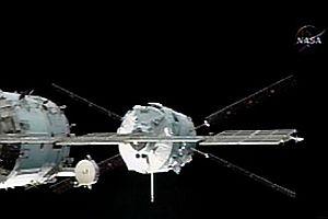 Jules Verne, ISS'e kenetlendi.8019