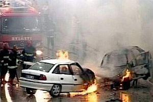 Kaza yaptığı otomobilde sıkışarak yandı.14013