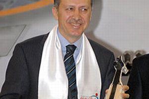 Erdoğan kemençe çaldı .10391