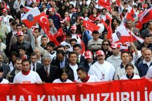 Mecidiyeköy ile Taksim arasında bir kalabalık var!.22461