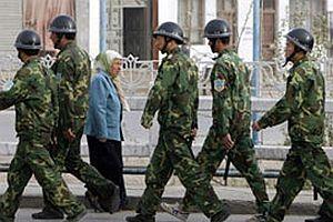 Uygur Türkleri Çin'i protesto etti.20803