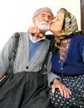 116 yaşındaki dede üvey kızıyla evlendi.6005