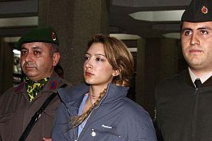 Prof. Olcay Tiryaki'nin katil kızı ifadesini değiştirdi.12141
