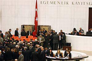 CHP milletvekillerinden AK Parti'ye 1 May�s ele�tirisi.16204