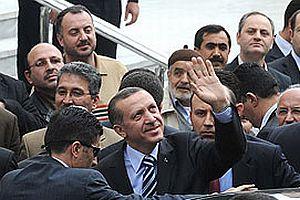 Başbakan Erdoğan Cuma namazı için dışarı çıktı.21752