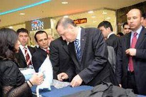 Erdoğan naylonu yakmayan ütüye çok şaşırdı.15638