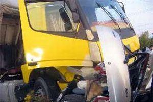 TIR otomobile çarptı: 2 ölü.14730