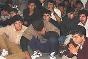 İzmir Urla'da 35 kaçak yakalandı.15012