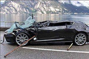 007'nin arabası göle uçtu.22236