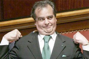 Berlusconi'nin yard�mc�s� �slam d��man�.13328