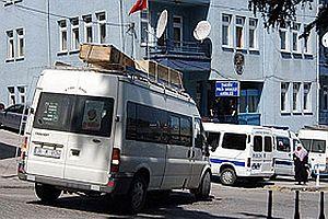 Freni boşalan minibüs lokantaya girdi.24889
