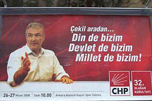 Baykal'ın kurultay afişi AK Parti'nin savunmasında.16520