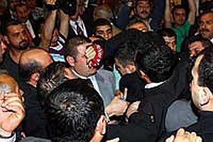 CHP'nin Olağan Kurultayı'nda partililer birbirine girdi.18953