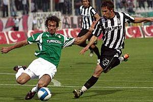 Beşiktaş, Adana'da oynanan maçta Bursa'yı 3-0 devirdi.18440