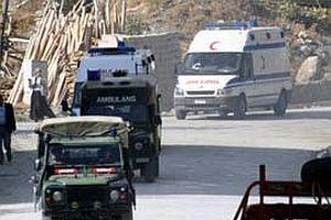 Askeri minibüs devrildi: 12 yaralı.17594