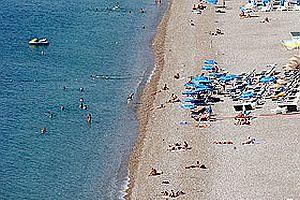 Antalya'da turistler denize girdi.24600