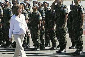Hamile Savunma Bakanı Lübnan'da.21573