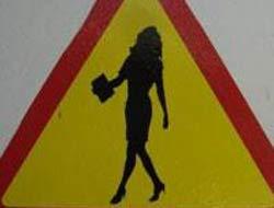 Trafik levhasıyla gelen kadın-erkek eşitliği.5817