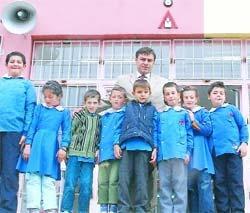 8 derslikli okulda 9 öğrenci.14170