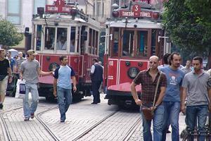 Taksim esnafı kepenklerini kapattı.19102