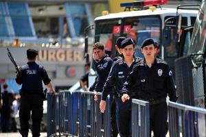 Taksim'de hayat normale d�nd�, kepenkler kald�r�ld�.15922