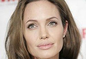 Angelina Jolie'den skandal görüntüler.10941