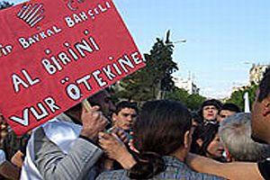 ÖDP'lilerin açtığı bir pankart CHP'lileri çok kızdırdı.19212