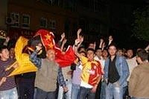 Sarı-kırmızılı taraftarlar sokaklara döküldü.13436