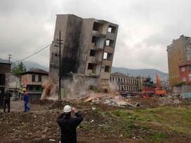 Kamulaştırılan bina 6 saniyede yerle bir oldu.15489
