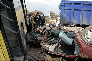 Yurtta meydana gelen trafik kazalarında 16 kişi öldü.20078