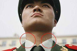 Askerlerin başlarını dik tutması için iğne kullanılıyor.10245