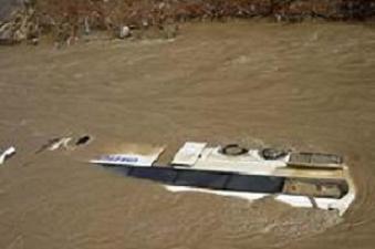 Otobüs nehre uçtu: 28 ölü.10667