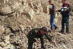 Yola döşenen bomba imha edildi.25508
