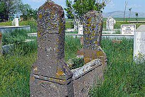 Hakkari'de 4 bin yıllık Türk mezar taşı bulundu.25669
