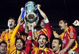 Galatasaray şampiyon oldu, kupa Kral'ın ellerinde.21681